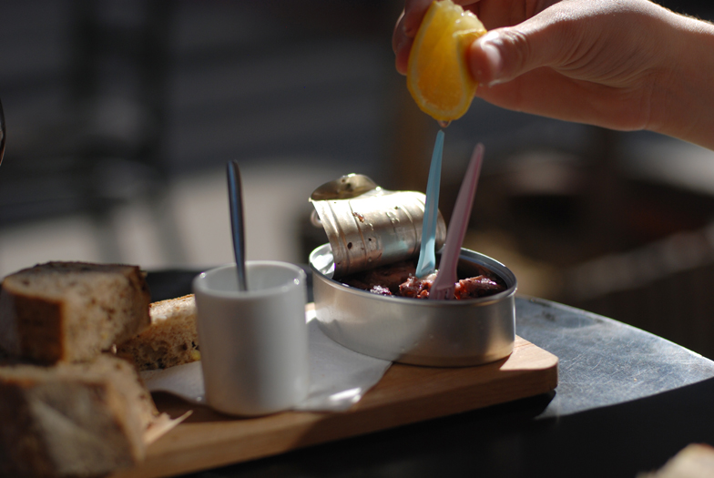 le-petit-canon-bar-vin-bruxelles-brussels-kitchen04