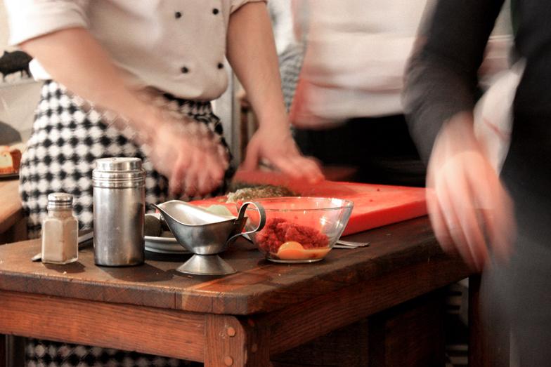 kucharzy-restaurant-brusselskitchen-varsovie-warsaw-cuisine ouverte-open kitchen0005