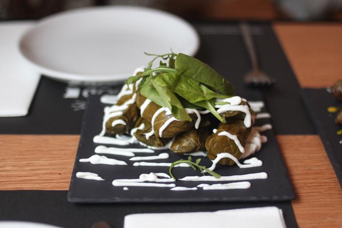ergon-greek-deli-bruxelles-restaurant-grec-cuisine-grecque-brusselskitchen-guide-bon-plan-ou-manger-a-bruxelles-typique-branche-mezze01